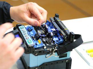 Sähköalan oppilaitoksissa suhtaudutaan myönteisesti uuden tekniikan mukanaan tuomiin uudistuksiin.