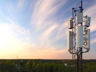 Kysynnän kasvaessa 5G-verkko on laajentumassa kaupungeista haja-asutusalueille. Kuva DNA oyj.