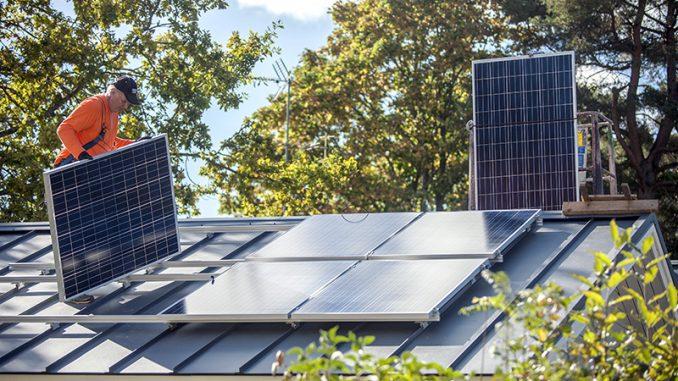 Aurinkosähköjärjestelmän valinnassa järjestelmän mitoitus on ratkaisevan tärkeä asia. Kuva Juha Loikkanen.