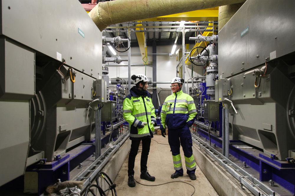 Siemensin valmistamat vesipumput syöttävät höyrykattilaan parhaimmillaan 60 litraa vettä sekunnissa. Taajuusmuuttajakäyttöisten moottoreiden teho on 1,8 megawattia.
