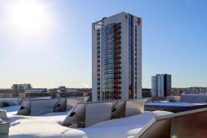 Aurinkopaneelien tuotannon kannalta otollisin sää on kirkas ja kylmä kevätpäivä. Kuva Mikko Arvinen