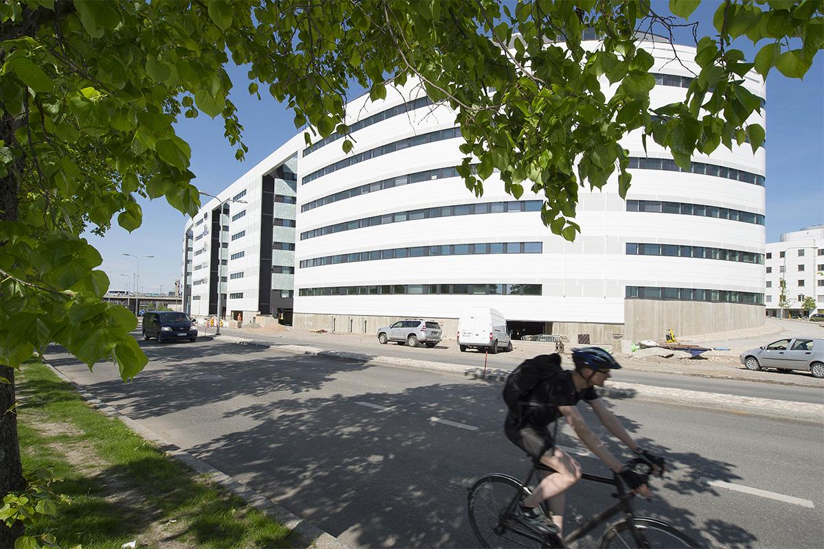 Tampereen keskustassa yliopiston päärakennuksen ja rautatien välissä sijaitseva Technopoliksen Yliopistorinteen kampus on rakennettu ja suunniteltu alusta alkaen muuntojoustavaksi, myöhemmin muokattavaksi kokonaisuudeksi.