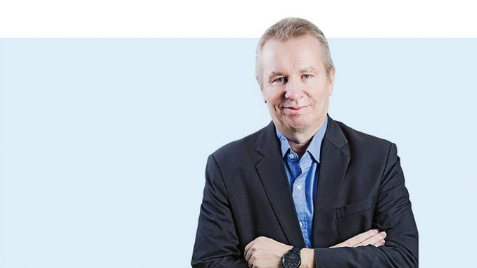 Sähkömaailma Extran päätoimittaja Esa Tiainen