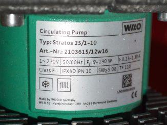 Kiertovesipumpun kilpi IP X4 D. Tällaisella IP-koodilla varustetun kaukolämpö-laitteiston moottorin vaaralliset osat on suojattu 1,0 mm paksummilta johtimilta ja langoilta. Vesisuojaus on roiskuvalta vedeltä.
