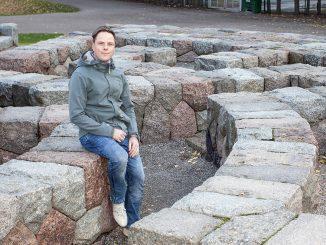 Liikenne- ja viestintävirasto Traficomin kehityspäällikkö Klaus Niemisen mukaan korona-aika on kasvattanut dataliikenteen määrää jopa 30 prosenttia. Suomessa kasvu näkyy erityisesti mobiiliverkkojen puolella. Kuva Matti Vuohelainen.