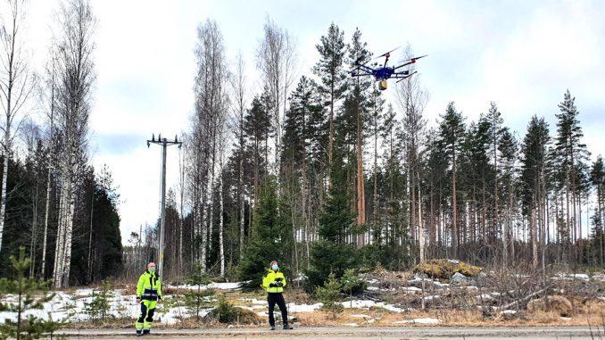 Pilotissa testataan drone-kopterien hyödyntämistä sähköverkon laserkeilauksessa vaihtelevissa ja vaikeasti saavutettavissa olosuhteissa. Kuva Järvi-Suomen Energia.