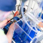 Automaatioasennus-sarjassa kilpailutehtävänä oli asentaa nestesäiliön pinnankorkeutta säätelevä PID-säädin käyttökuntoon.