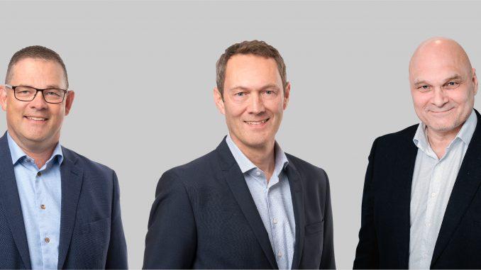 Sandbäckensin talousjohtaja Johan Henriksson ja toimitusjohtaja Mikael Matts sekä QMG:n toimitusjohtaja Kimmo Liukkonen.