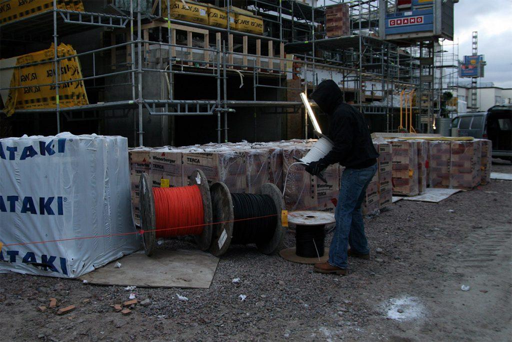 Työmailta häviää erityisesti työkaluja, mutta myös kaapelivarkaudet ovat yhä jatkuvana riesana. Kuva Mikko Arvinen.