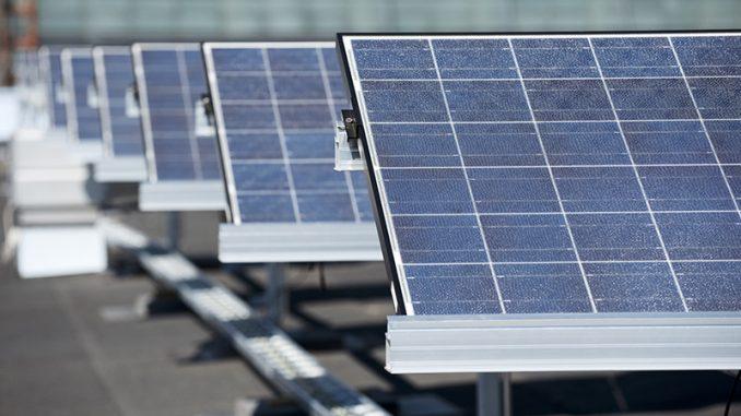 Aurinkosähköjärjestelmien tarjoajien määrän lisääntymisen myötä laitteiden ja asennusten taso vaihtelee melkoisesti. Kuvituskuva ABB.