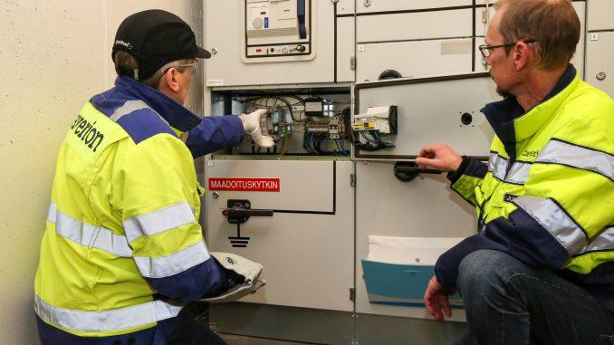 Laitteiston rakenne ja käytön riski määräävät sen, kuka laitteistossa saa tehdä töitä alkaen tavallisista käyttötoimenpiteistä. Kuva Mikko Arvinen.
