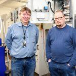 Savonian sähkötekniikan lehtori Timo Savallammen ja projekti-insinööri Henrik Sikasen mukaan uusi sähkötekniikan laboratorio tarjoaa erinomaisen ympäristön älykkään sähköverkon toiminnan simulointiin ja harjoituksiin.