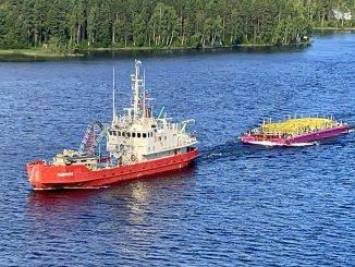 Kaapelin Pikkalasta Savonlinnaan kuljettanut Telepaatti-laiva kiersi Venäjän kautta Saimaan kanavalle. Kuva Prysmian.